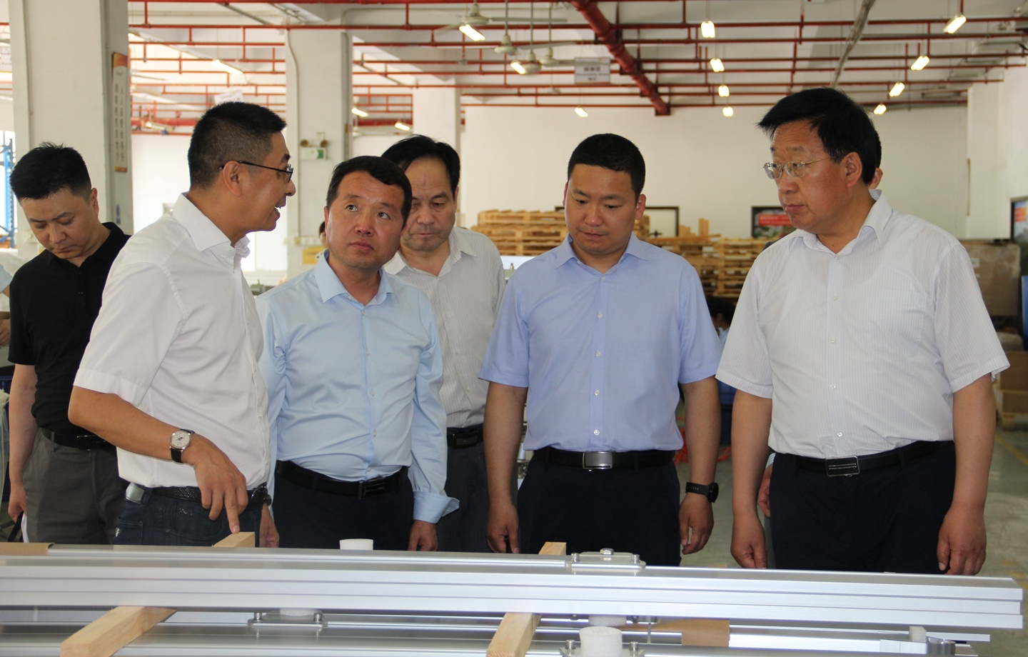 Government Officials from Kongtong District visited Clenergy headquarters in Xiamen, China